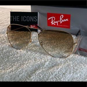 Ray-Ban Aviator Gradient Sunglasses RB3025